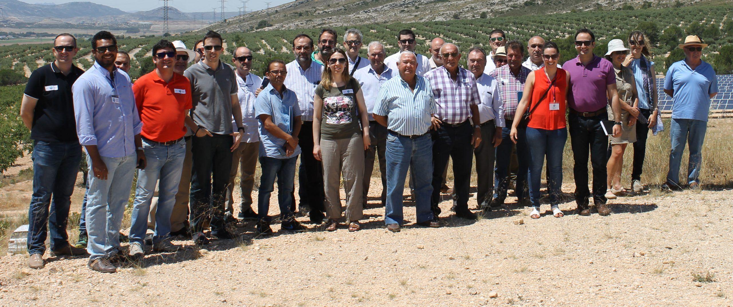 riegogrupocehegin - Los agricultores y regantes de Cehegín visitan una instalación de riego con bombeo solar