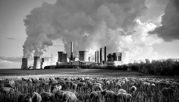 fabricas - El 60 % de los españoles está preocupado por el cambio climático, según un estudio