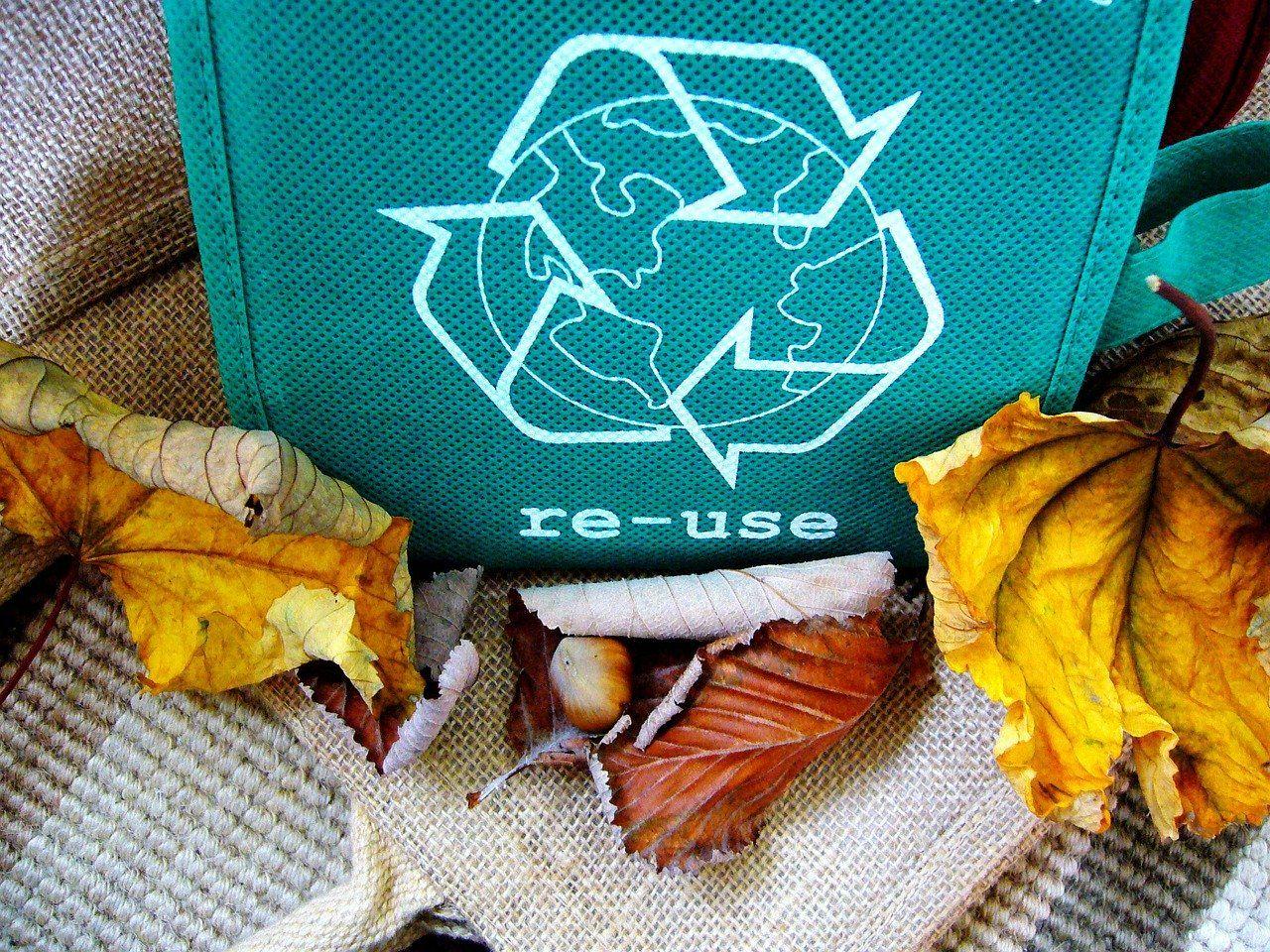 recycle 57136 1280 - Residuos, una asignatura pendiente, y más en España