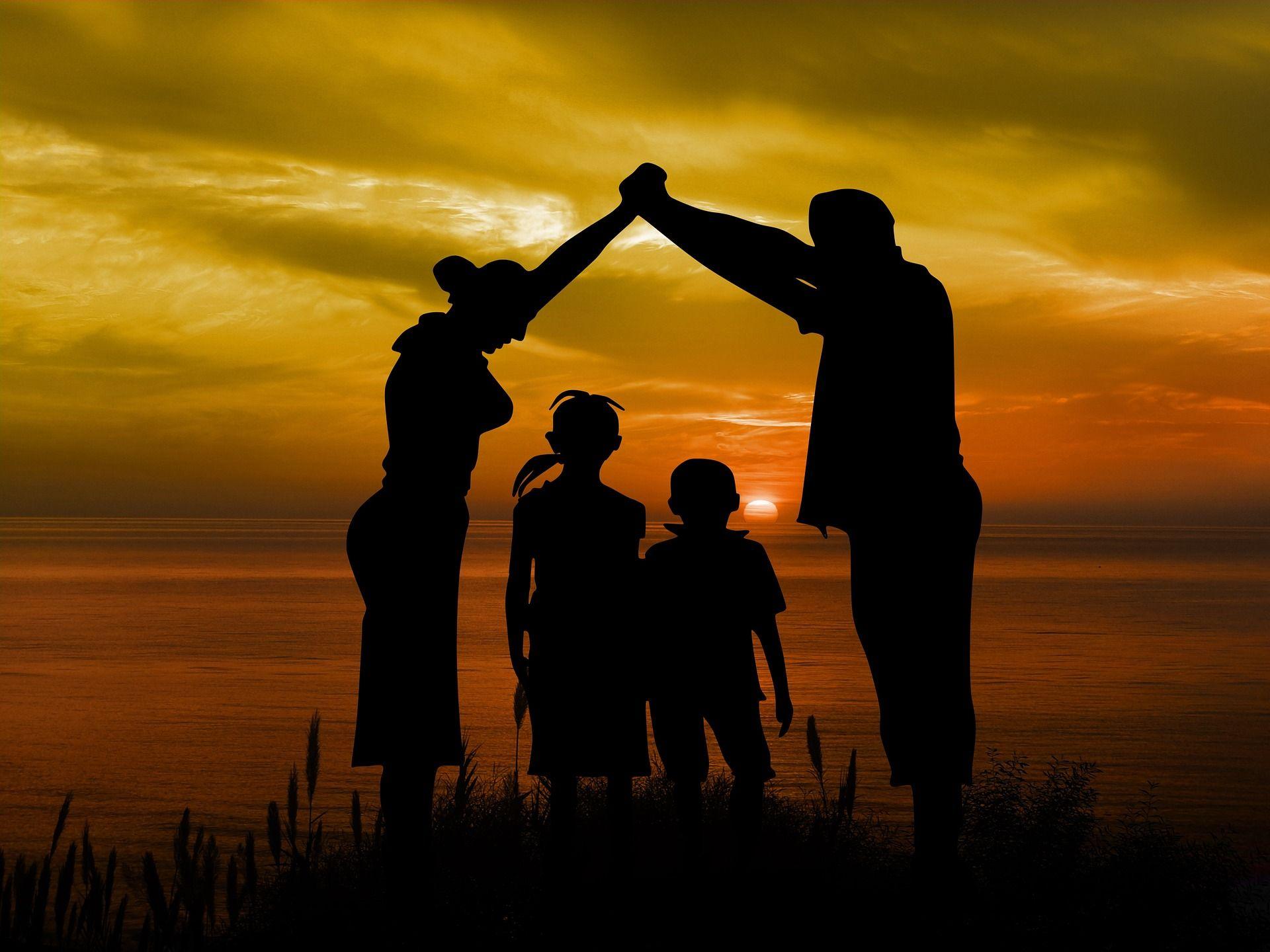 family 1466262 1920 - Home
